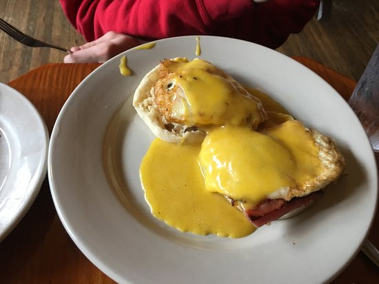 Runcible Spoon Cafe and Restaurant: Eggs Benedict with Ham