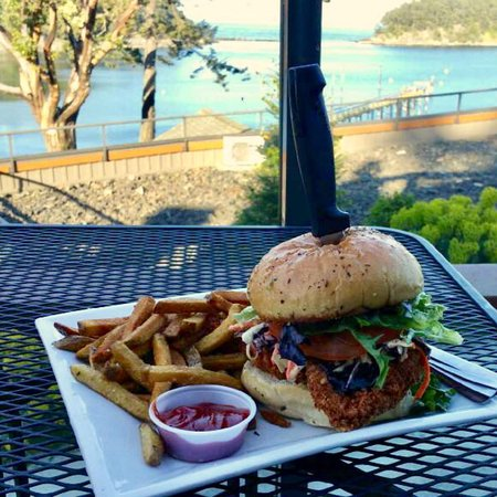 Mayne Island, Kanada: Bennett Bay Bistro Southwestern Crispy Chicken Burger