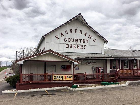 Kauffman's Country Bakery: Kauffman's across from Heini's
