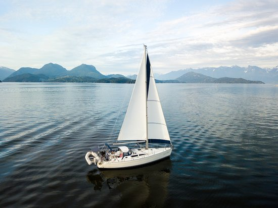 Gibsons, Kanada: Our Jeanneau 40' heading into Howe Sound near Vancouver BC
