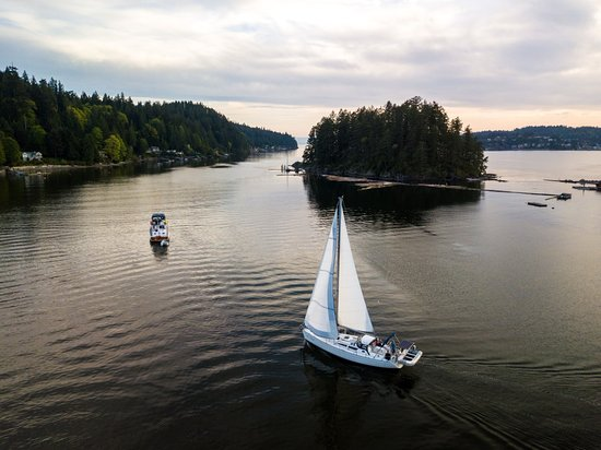 Gibsons, Canada: Sailing into Plumpers Cove provinicial park