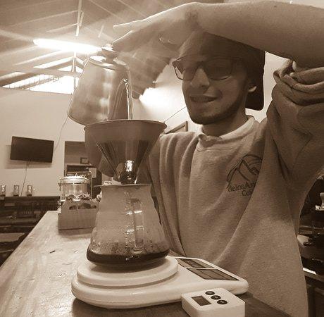 Ciudad Bolivar, Colombia: Preparando un rico café