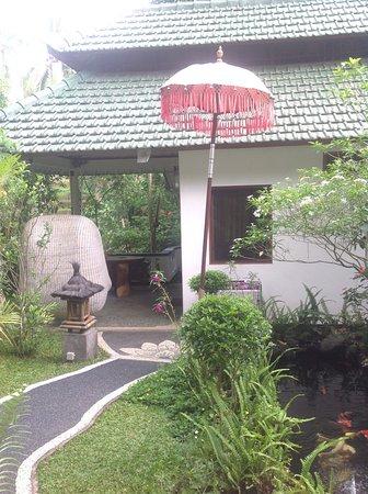 White Lotus Oasis: Garden Chalet