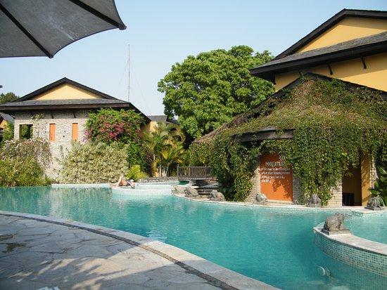 Temple Tree Resort & Spa: Pool