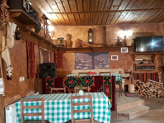 Kovachevitsa, Болгария: The simple interior of the pub.