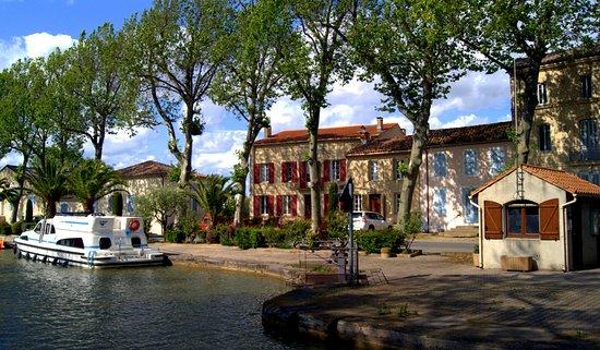 Salleles-d'Aude, Francja: La Maison du Docteur sur les bords du Canal de Jonction à Sallèles d'Aude