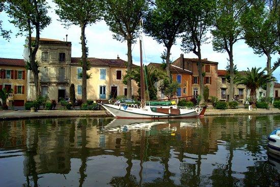 Salleles-d'Aude, Francja: vue sur le canal à Sallèles d'Aude