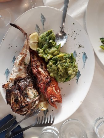 Kastav, كرواتيا: Monkfish and scorpion fish with sprouts and potatoes on a side