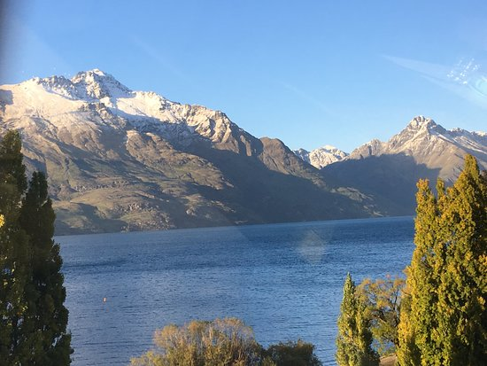 Lake Wakatipu: Late afternoon looking down on the lake