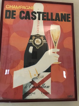 Champagne De Castellane: Artwork / Historical prints in the tower