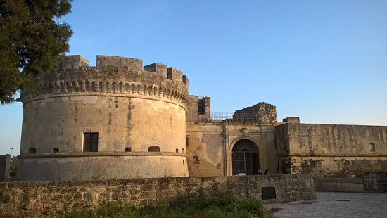 Acaia, Италия: ingresso del castello