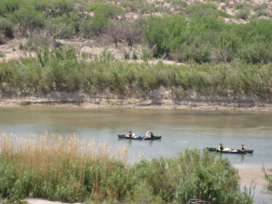 Alpine, Teksas: Canoes on the Rio Grande