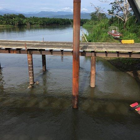 Almirante, بنما: Border