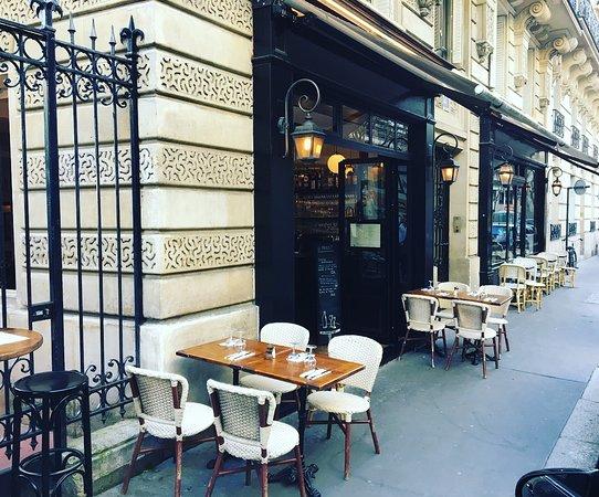 Vue extérieur du restaurant - Terrasse - Picture of Paris ...