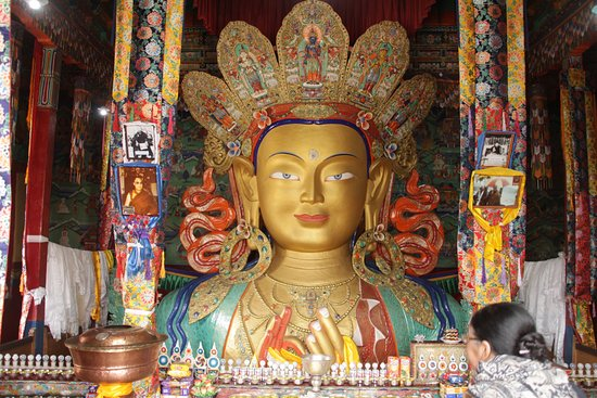 Hemis, อินเดีย: Buddha statue in the monastery