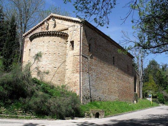 Mondavio, Italy: Vista esterna dell'abside