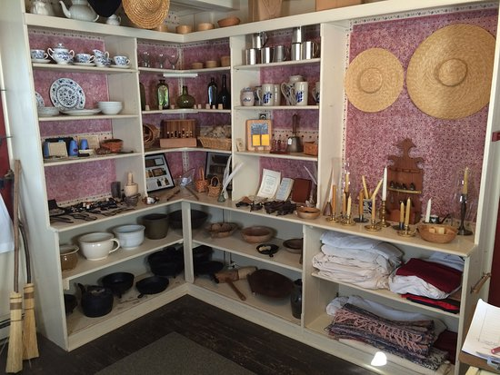 Dumfries, VA: Visitors can touch and interact with all of the objects in our hands-on colonial store!