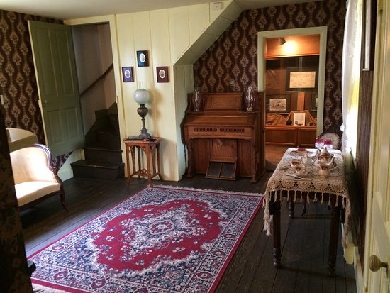 Dumfries, VA: The museum features rooms decorated in 18th, 19th, and 20th-century styles.