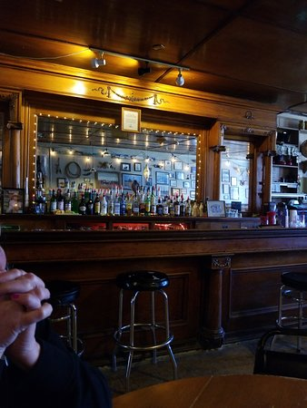 Paisley, Oregon: Nice old saloon