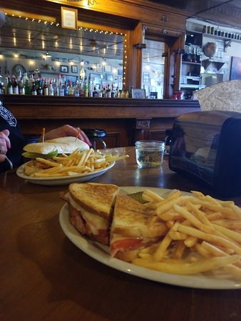 Paisley, OR: I got the special, grilled Ham, Cheese, and tomato