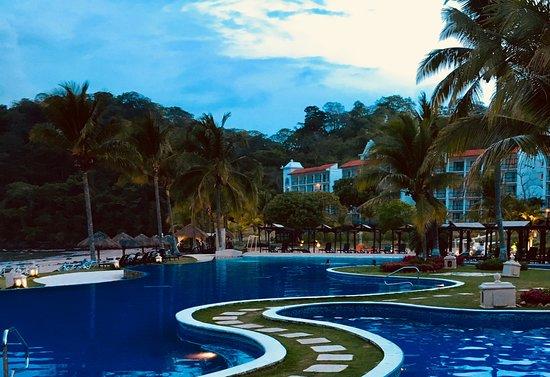 Gamboa Rainforest Resort: Evening view of Dreams Delight Resort