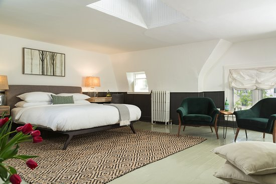 Akwaaba DC: Inspiration room, king bed, private bath, 4th floor