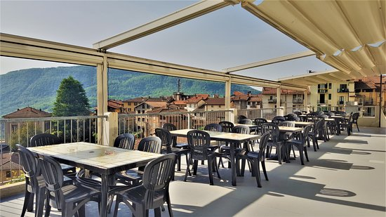 Viconago, Italy: large section of the dining room, with french windows, opening up to a large terrace.