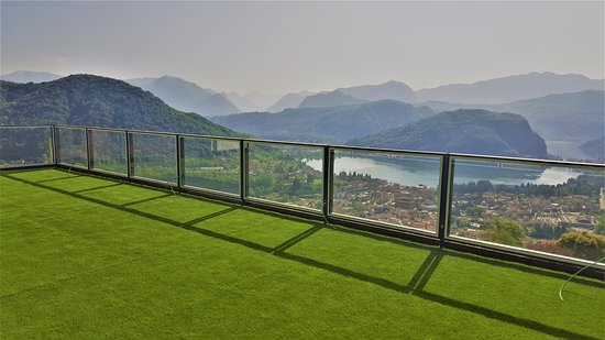 Viconago, Italy: roof top terrace