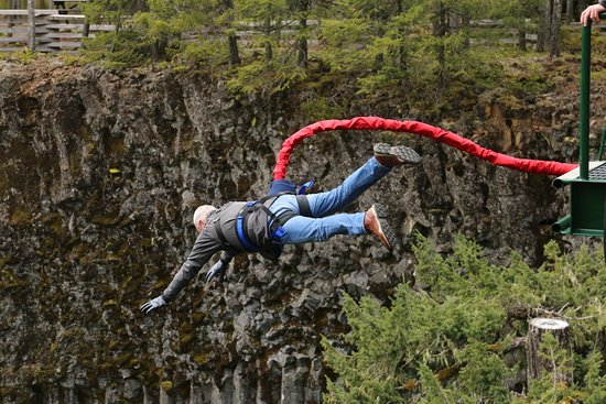 Whistler Bungee: Off he goes !!