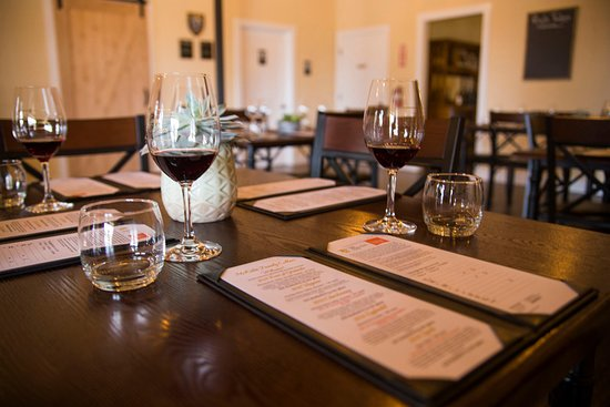 Livermore, Καλιφόρνια: Enjoy a seated tasting in our urban tasting room.