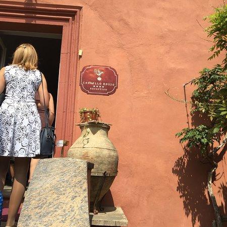Costigliole Saluzzo, Italy: Castello Rosso