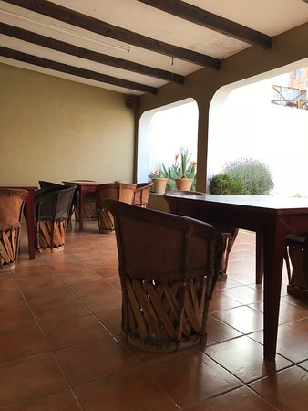 Hostel inn Mexico: Covered outdoor area for meals and relaxing