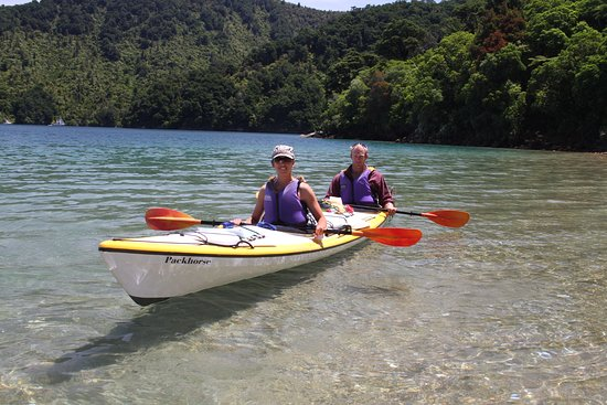 Endeavour Inlet, New Zealand: Enjoy some sea kayaking while at Mahana Lodge.