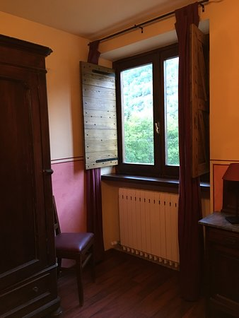 Acceglio, Italy: La finestra della camera