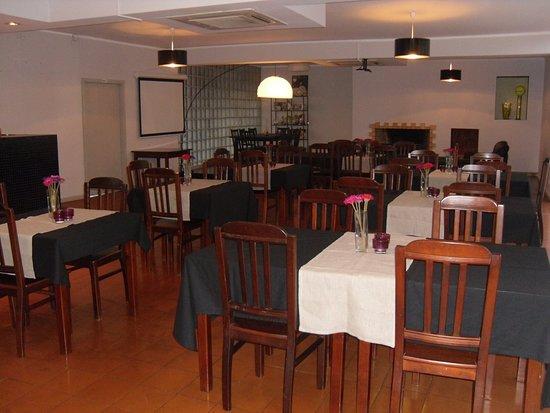 Oliveira de Azemeis, البرتغال: restaurante (noite)
