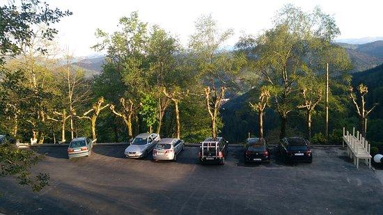 Parking gratuito junto a la terraza del establecimiento