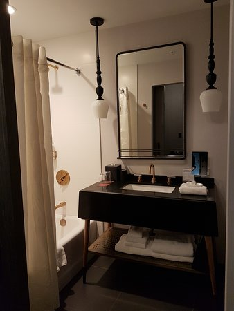 Kimpton Gray Hotel: Nicely decorated room