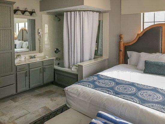 Holiday Inn Club Vacations Oak n' Spruce Resort: Guest room