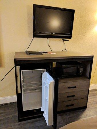 Econo Lodge: Very small TV, fridge, microwave, but no coffeemaker.