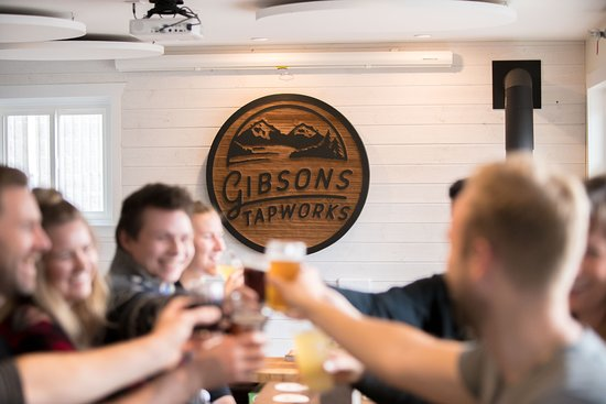 Gibsons, Canadá: Post up at the long table with the crew