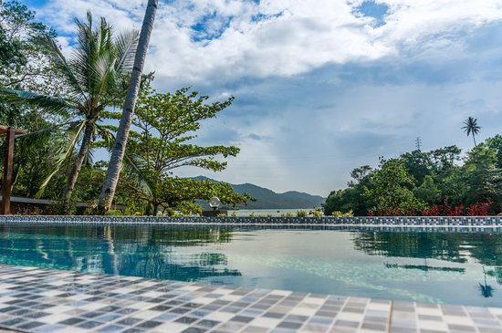 Pulau Lembeh, อินโดนีเซีย: View from our pool onto the bay - pure bliss