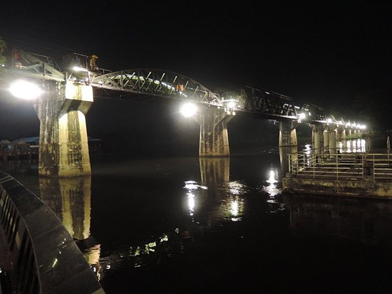 River Kwai: เปิดไฟสวยงาม