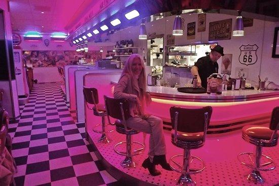 Diner 66: bar scene............