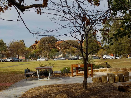 Thornbury, Australien: Picnic table and seating