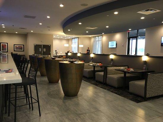 Holiday Inn Houston Ne Bush Airport Area Dining Room