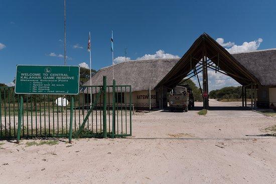 Reserva de Fauna del Kalahari Central, Botsuana: Matswere entrance gate