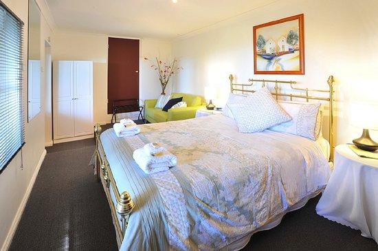 Kalorama, Avustralya: Verandah View Cottage Bedroom