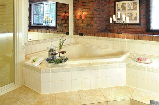 Kalorama, Avustralya: Honeymoon Cottage Spa Bath