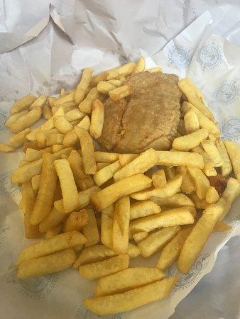Warragul, Australia: Barramundi and chips