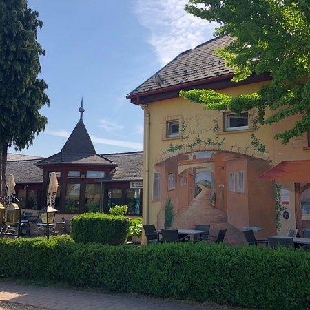 Fertoszeplak, Ουγγαρία: Wer den Hinweisen auf dem Neusiedler See Radweg folgt, wird die Hinweise nicht verfehlen. Kurz v